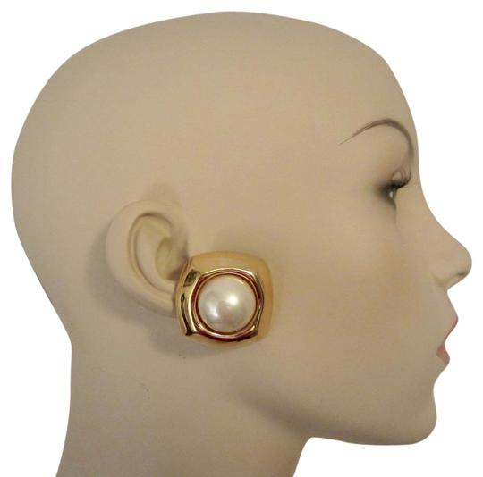 Preload https://img-static.tradesy.com/item/14589388/gold-and-white-vintage-plated-pearl-cabochon-clip-earrings-signed-huge-superb-0-2-540-540.jpg