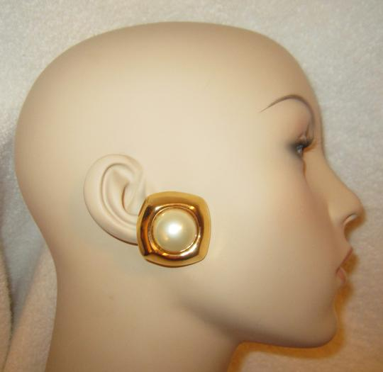 Other Ciner Vintage Gold Plated Pearl Cabochon Clip Earrings SIGNED Huge Image 1