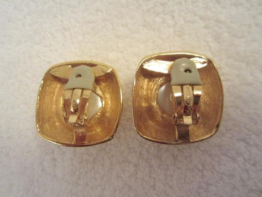 Other Ciner Vintage Gold Plated Pearl Cabochon Clip Earrings SIGNED Huge Image 4