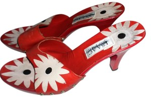 Isaac Mizrahi Red Sandals