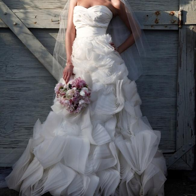 Item - White Silk Melrose Ghilian Gown. Purchased New At Boutique On Melrose. Feminine Wedding Dress Size 2 (XS)