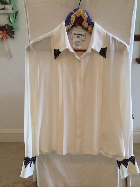 Preload https://item5.tradesy.com/images/chanel-white-blouse-size-12-l-1459869-0-0.jpg?width=400&height=650