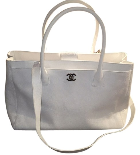 Preload https://item5.tradesy.com/images/chanel-cerf-two-way-white-caviar-leather-tote-14601334-0-1.jpg?width=440&height=440