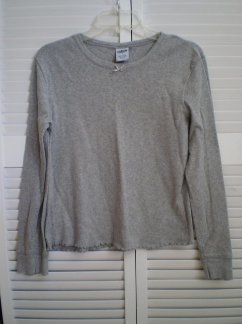Preload https://item3.tradesy.com/images/old-navy-gray-like-new-long-sleeved-t-shirt-tee-shirt-size-12-l-146047-0-0.jpg?width=400&height=650