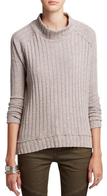 Preload https://img-static.tradesy.com/item/14605333/free-people-taupe-sweater-0-1-650-650.jpg