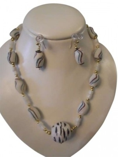 Preload https://img-static.tradesy.com/item/146182/white-multi-hand-made-safrican-necklace-and-earrings-0-0-540-540.jpg