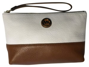 Michael Kors Cosmetic Case Pouch Fulton Wristlet in Luggage/White
