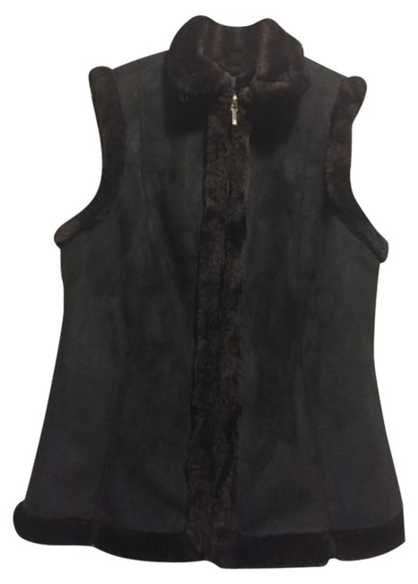 Preload https://img-static.tradesy.com/item/14620153/chaps-black-reversible-with-faux-fur-vest-size-4-s-0-1-650-650.jpg