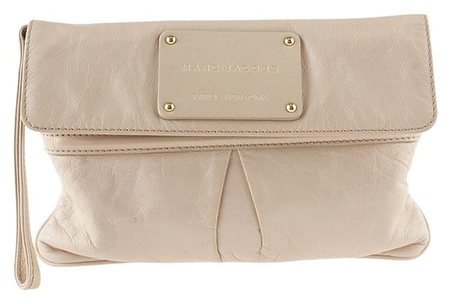 Item - Easy (80409) Beige Leather Wristlet