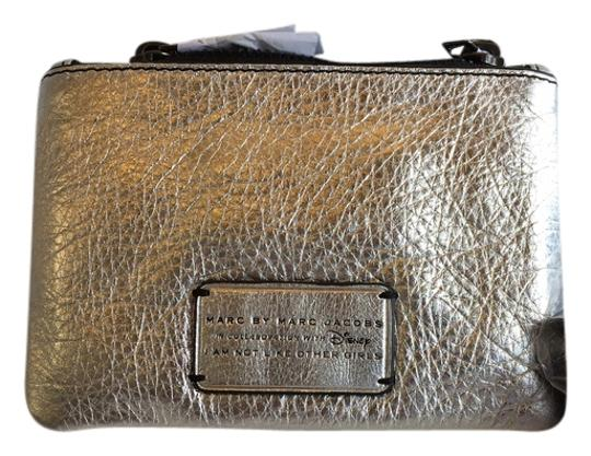Preload https://img-static.tradesy.com/item/14624086/marc-by-marc-jacobs-silver-alice-leather-pouch-wallet-0-1-540-540.jpg