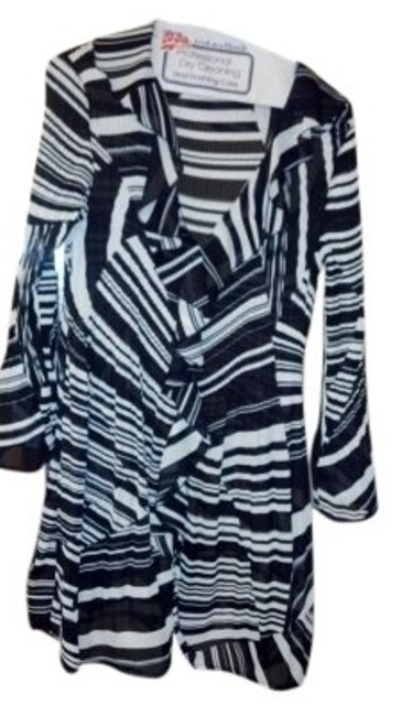 Preload https://img-static.tradesy.com/item/146319/sunny-leigh-back-and-white-tunic-size-12-l-0-0-650-650.jpg