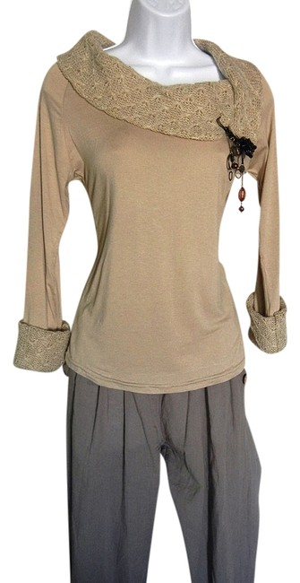 Preload https://item3.tradesy.com/images/beige-collar-sweaterpullover-size-4-s-1464042-0-0.jpg?width=400&height=650