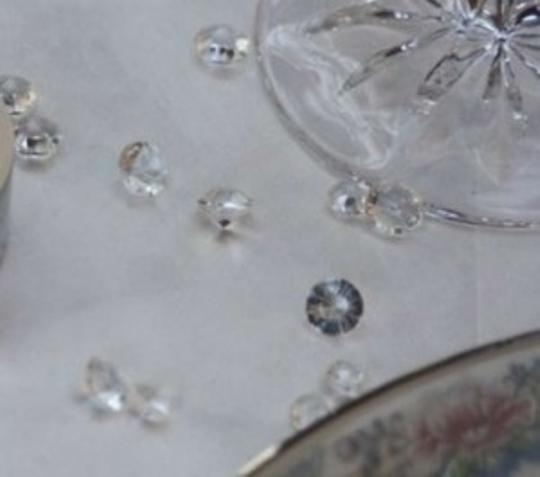 Preload https://img-static.tradesy.com/item/146479/clear-500-diamond-scatter-pieces-reception-decoration-0-0-540-540.jpg