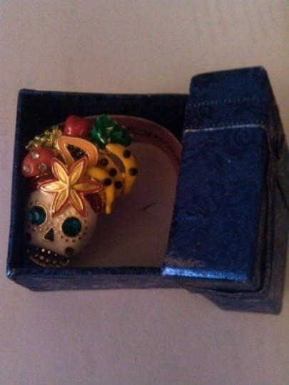 Betsey Johnson NWT Betsey Johnson Skull with Fruit Gold Ring with Ring Box size 7.5