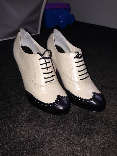 Cole Haan Oxford Heels Navy and Cream leather Pumps