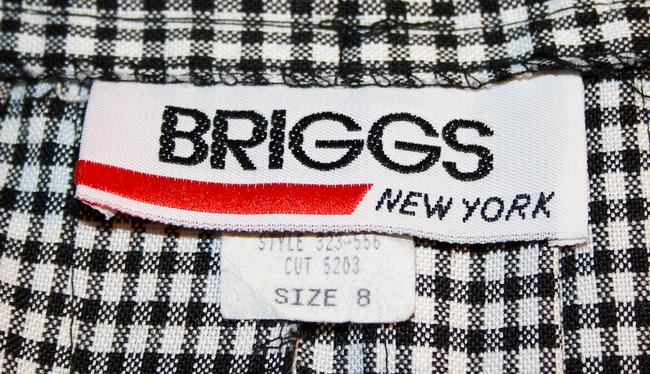 Briggs Pleated Size 8 Like New Mini Skirt Black and white