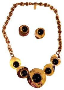 M.J. Carroll Vintage MJ Carroll 1980s Designer Hammered Brushed Gold Tone And Black Onyx Cabochon Necklace And Post Back Pierced Earrings Jewelry Set