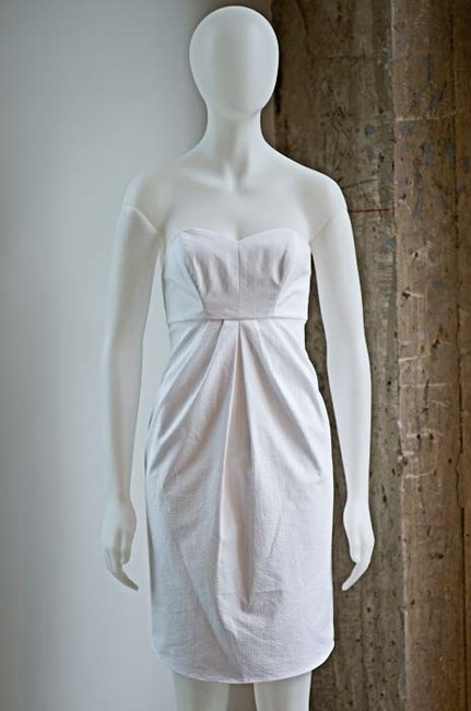 Item - White Cotton Richard Ruiz Seersucker J.crew Bachelorette Shower Strapless Beach Destination Bridesmaid/Mob Dress Size 2 (XS)