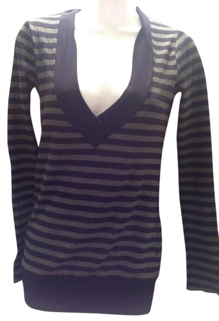 Preload https://item2.tradesy.com/images/splendid-blue-and-gray-striped-thermal-waffle-v-neck-barney-s-of-new-york-xs-sweaterpullover-size-2--1468676-0-0.jpg?width=400&height=650