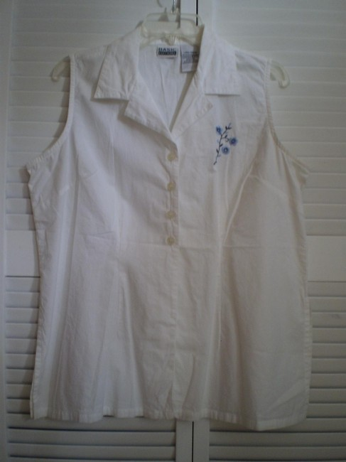 Preload https://item5.tradesy.com/images/basic-editions-like-new-wflower-button-down-top-size-14-l-146919-0-0.jpg?width=400&height=650