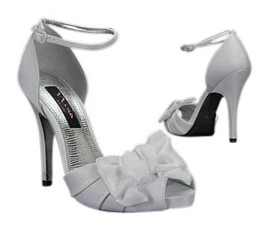 Preload https://item3.tradesy.com/images/nina-shoes-ivory-formal-shoes-size-us-85-146932-0-0.jpg?width=440&height=440