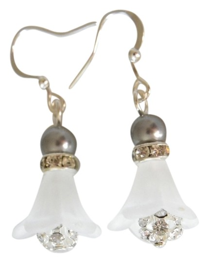 Handmade White Lily Flower Frosted Acrylic grey pearl earrings