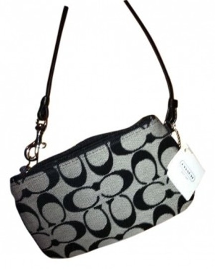 Preload https://item1.tradesy.com/images/coach-legacy-signature-small-black-and-white-wristlet-14695-0-0.jpg?width=440&height=440