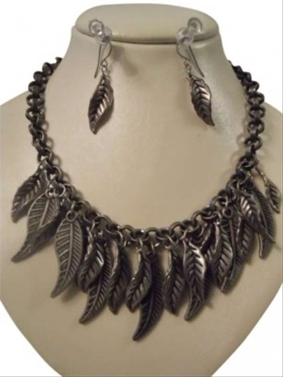 Preload https://item1.tradesy.com/images/pewter-leaf-design-necklace-earrings-146985-0-0.jpg?width=440&height=440