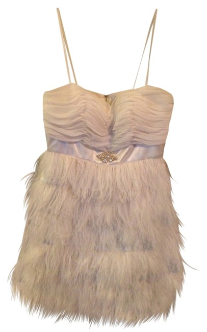 Item - White with Ostrich Feathers Above Knee Cocktail Dress Size 12 (L)