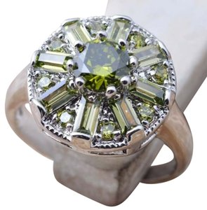 Peridot Cluster Ring size 7 Silver plated