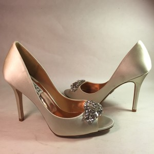 Badgley Mischka Lavender Ii Wedding Bridal Size 6 M Satin Ivory Pumps