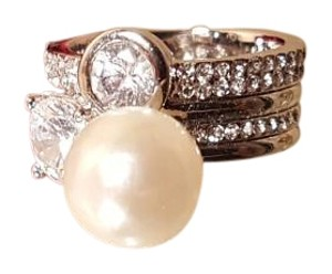 Gorgeous Geometric Silver Plated CZ Faux Pearl Ring size 6