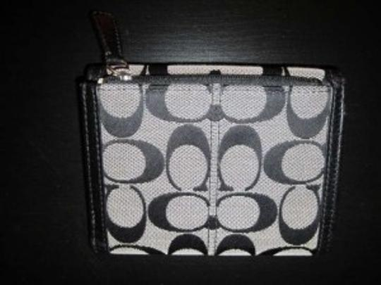 Coach like new womens trifold Coach wallet