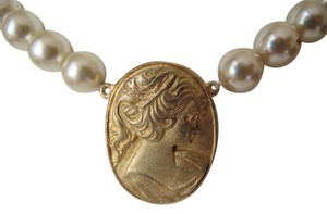 Other 18 Inch Faux Pearl Cameo Necklace