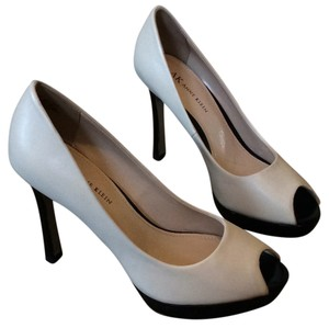Anne Klein Black/light taupe Pumps