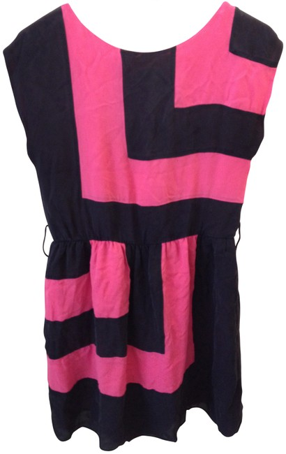 Preload https://item4.tradesy.com/images/alice-olivia-black-and-pink-short-casual-dress-size-6-s-147263-0-0.jpg?width=400&height=650