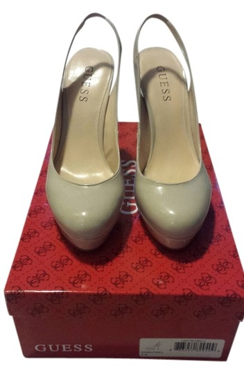 Guess light natural Pumps