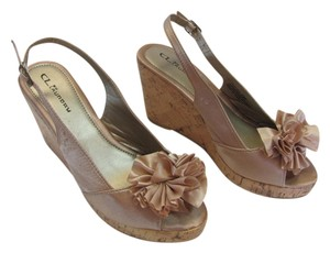 CL by Laundry Size 7.00 M Very Good Condition Neutral Wedges