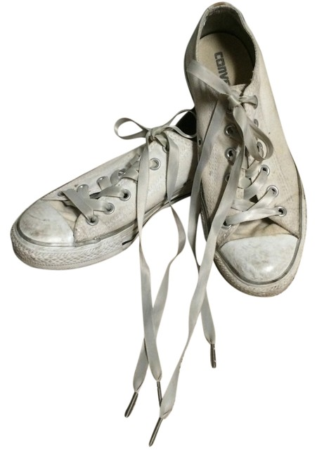 Item - White Silver Chuck Taylors Sneakers Size US 7 Regular (M, B)