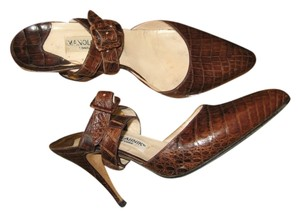 Manolo Blahnik Elegant Alligator Criss Cross Strap Sophisticated Vintage Brown Pumps