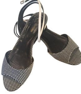 Sergio Rossi Size 11 Italian black and white Sandals