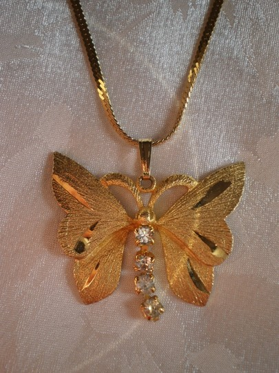 Other Like new butterfly w/crystals necklace