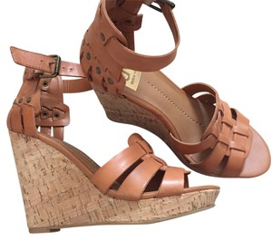 Dolce Vita Tan Wedges