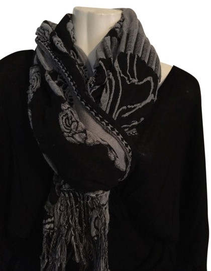 Preload https://img-static.tradesy.com/item/1475738/black-and-grey-scarfwrap-0-0-540-540.jpg