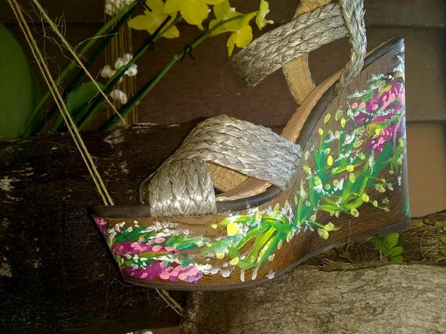 1 Madison Silver Gray Hand Painted Collection Wooden Straps Sandal Wedges Size US 8 Regular (M, B) 1 Madison Silver Gray Hand Painted Collection Wooden Straps Sandal Wedges Size US 8 Regular (M, B) Image 6
