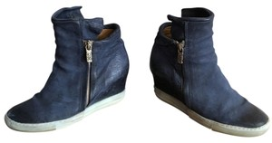A.S. 98 Blue Wedges