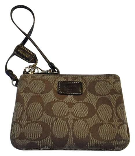 Preload https://img-static.tradesy.com/item/1476179/coach-brown-wristlet-0-0-540-540.jpg
