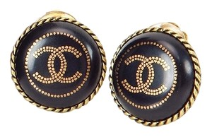 Chanel CHANEL Black and Gold CC Logo Round Clip On Earrings