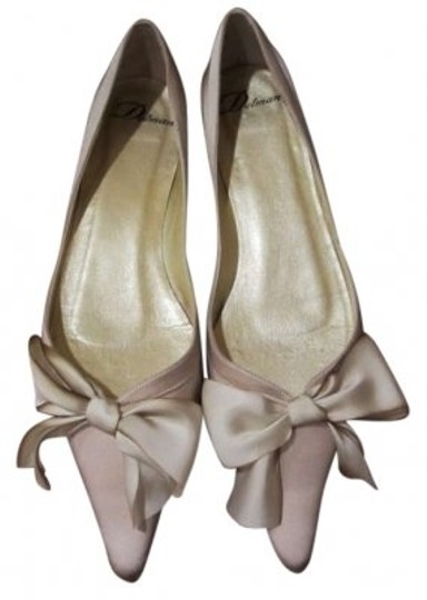 Preload https://item3.tradesy.com/images/delman-champagnecream-flats-size-us-85-147657-0-0.jpg?width=440&height=440