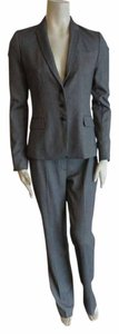 Elie Tahari NEW ELIE TAHARI 2PC SUIT SIZE 4, pants size 6 salt & Pepper, polyester, 3 button